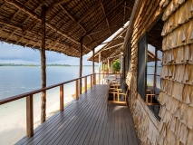 Beach-Cabin-deck